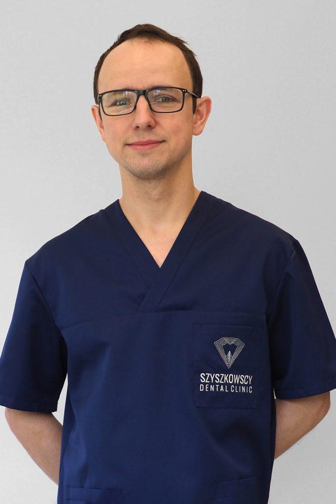 Specjalista chirurgii szczękowo-twarzowej dr n. med. Adam Szyszkowski